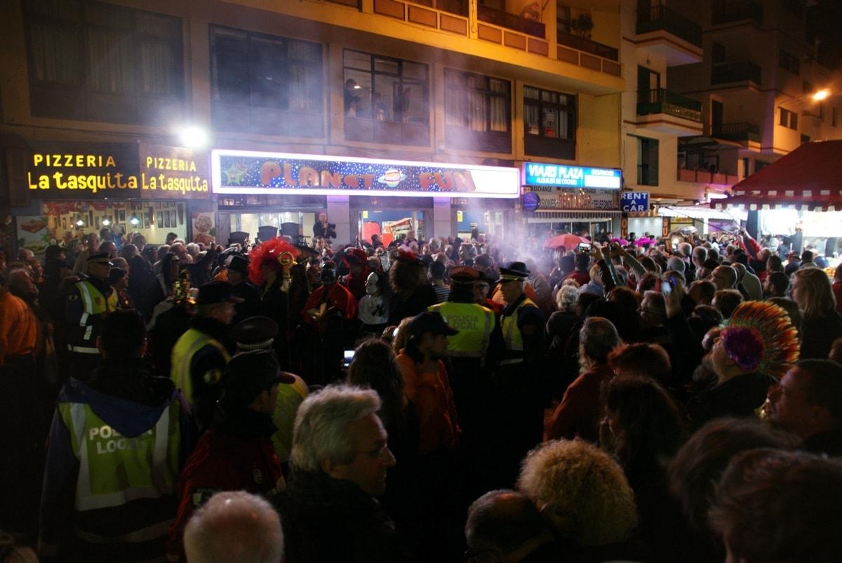Beerdigung der Sardine Teneriffa Trauerzug