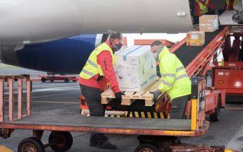 Corona-Impfung Kanaren Impfstoff Teneriffa Flugzeug