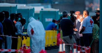 Kanaren: Kritik an 'übereilter' Abreise von Flüchtlingen nach Spanien