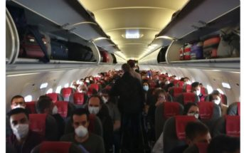 Iberia Flugzeug voll besetzt trotz Corona Covid-19 Madrid Gran Canaria