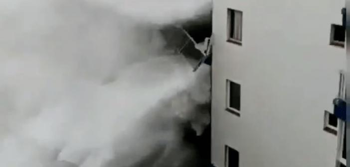 Kanaren Riesenwelle reißt Balkon ab