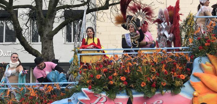 Fotos: Teneriffas Karnevalisten feiern bei Düsseldorfer Rosenmontagszug