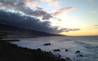 Wolkenbildung am Vulkanfelsen auf Teneriffa