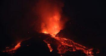 Vulkanausbruch La Palma Lava bei Nacht