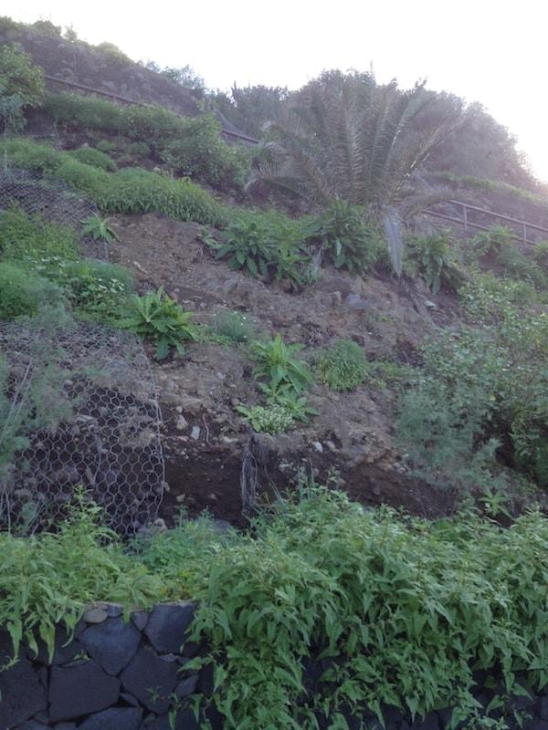 Steinschlag-Warnung an der Playa El Socorro