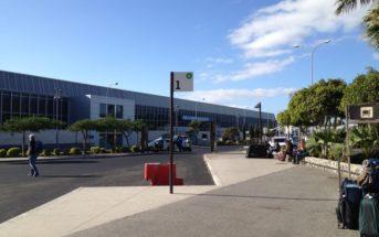 Der Flughafen Reina Sofia Teneriffa Süd von außen