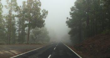 Teneriffa Teide Straße Nebel
