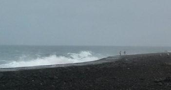 Wellenwarnung Teneriffa Paar 1
